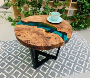 Журнальный стол с рекой из карагача