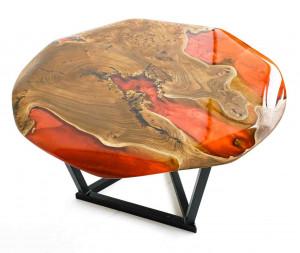 Журнальный столик из карагача с бордовой заливкой