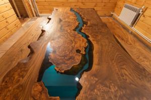 Стол из слэба карагача с голубой рекой
