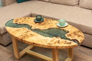 Журнальный столик из капового тополя