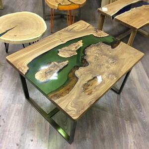 Журнальный столик с зеленой рекой и островками