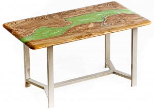 Стол из карагача с зеленой перламутровой рекой