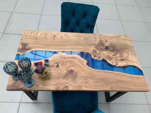 Обеденный стол из карагача с синей рекой