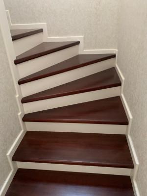 Лестница из дерева дуба