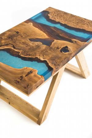 Столешница с голубой рекой