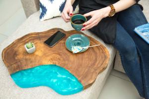 Кофейный стол с перламутровой заливкой цвета Тиффани