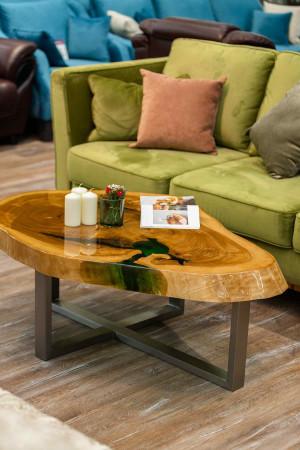 Журнальный стол из тополя с зеленой заливкой