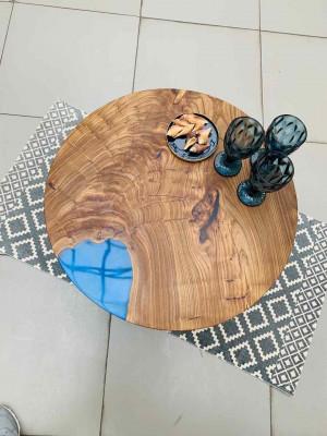 Журнальный стол из слэба с синей заливкой