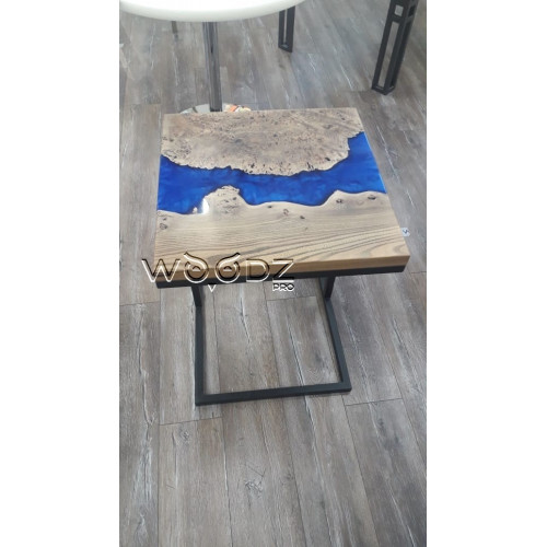 Придиванный журнальный стол с синей рекой