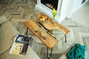 Журнальный столик из слэба с прозрачной рекой