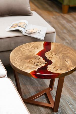 Журнальный стол из массива с красной рекой