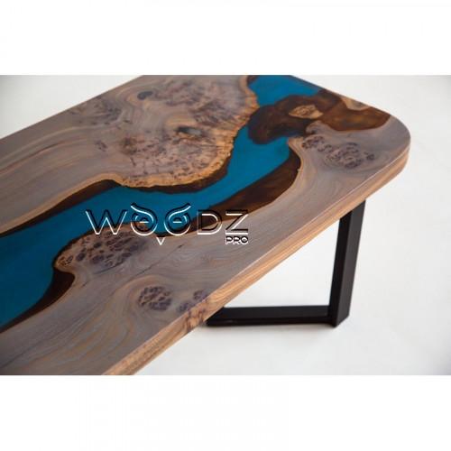 Журнальный стол из карагача с синей рекой