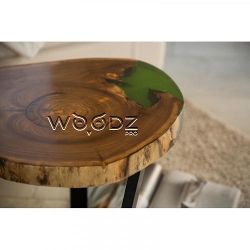 Стол из сруба карагача с зеленой заливкой