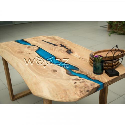 Обеденный стол с рекой из слэба карагача