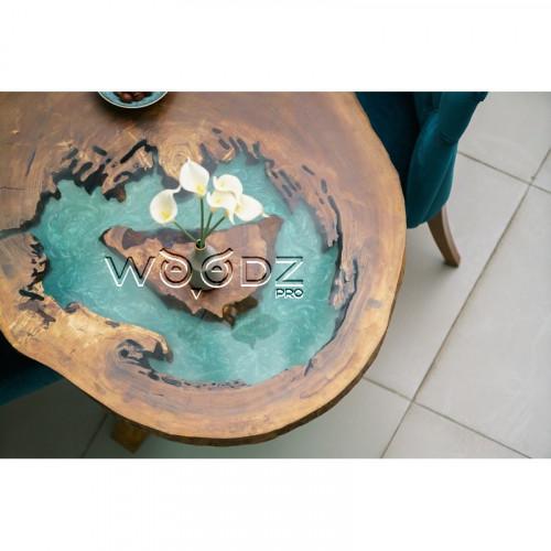 Обеденный стол из спила тополя с заливкой тиффани
