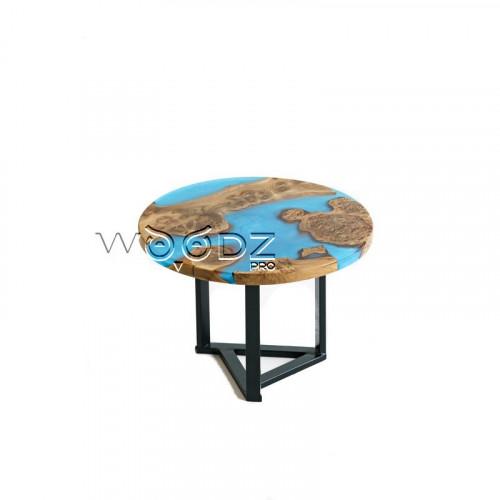 Столик с голубой перламутровой заливкой