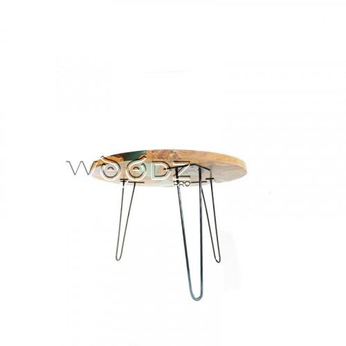 Столик из карагача с прозрачной зеленой заливкой