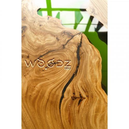 Журнальный столик с зеленой рекой из карагача
