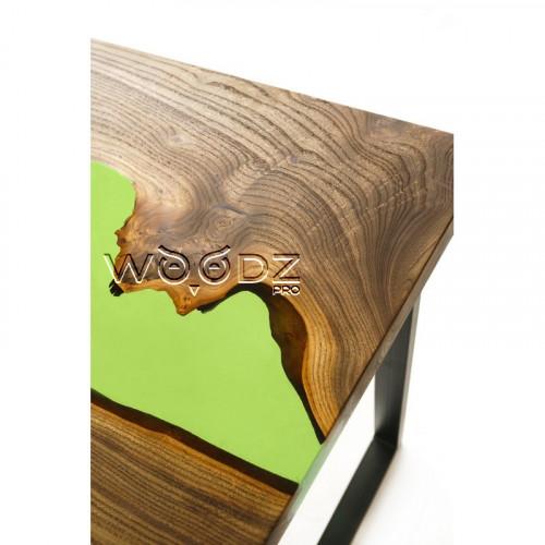 Стол из слэба карагача с зеленой рекой