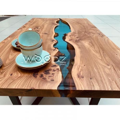 Журнальный стол из карагача с голубой рекой