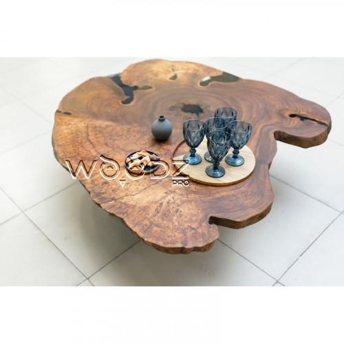 Стол из спила Карагача с заливкой черного цвета