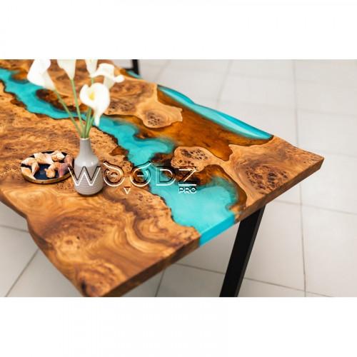 Обеденный стол из карагача с реками цвета тиффани