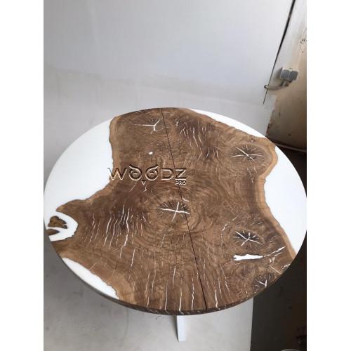 Обеденный стол из дуба с заливкой