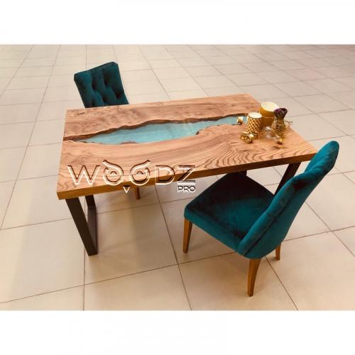 Обеденный стол из карагача с рекой цвета тиффани