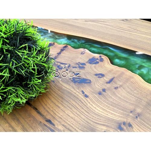Стол из массива карагача с зеленой перламутровой рекой