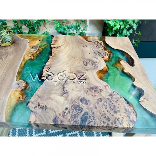 Журнальный стол с двумя зелеными речками