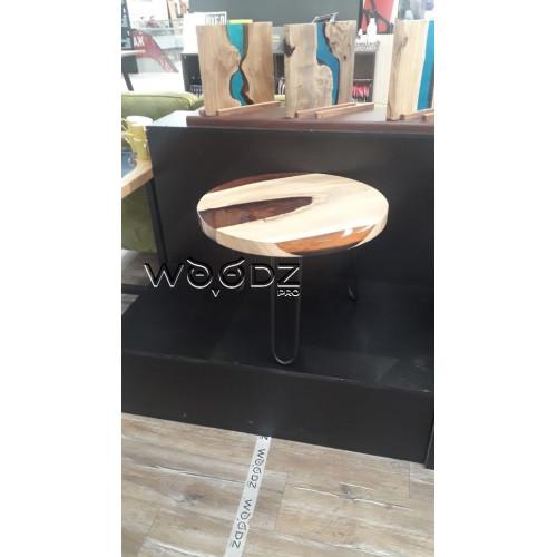 Журнальный стол с заливкой коричневого цвета