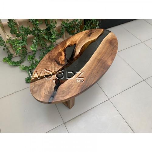 Журнальный стол из ореха с черной рекой