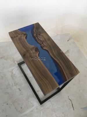 Придиванный стол-река из спила