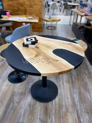 Обеденный стол из ореха с черной матовой заливкой