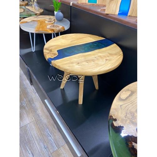 Журнальный столик из карагача с рекой